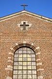 rosa fönster Italien lombardy den gamla kyrkan för turbigo arkivfoto