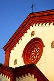 Rosa fönster Italien lombardy i den gamla kyrkan för barza Royaltyfri Foto