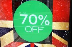rosa försäljningsyellow Upp till 70% av det Sale tecknet Royaltyfria Foton