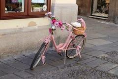 Rosa Fahrrad lizenzfreie stockfotografie