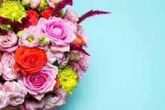 rosa floral bonita do arranjo, a cor-de-rosa e a vermelha, eustoma cor-de-rosa, crisântemo amarelo Imagens de Stock Royalty Free