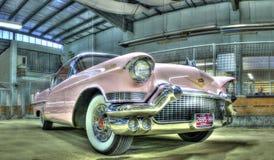 Rosa fünfziger Jahre Cadillac Lizenzfreie Stockfotos