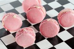 Rosa französische macarons Stockfotos