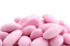 Rosa färger sockrade mandlar Arkivbilder