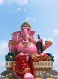 Rosa Ganesha staty på den kloArkad templet, Chachoengsao landskap, Thailand Arkivbilder