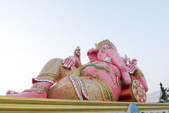 Rosa Ganesha staty på Saman Rattanaram Temple, Chachoengsao landskap, Thailand Royaltyfri Foto
