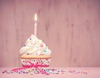 Rosa Geburtstags-kleiner Kuchen Stockbilder