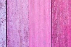 Rosa gemalte hölzerne Bretthintergrundbeschaffenheit stockbild