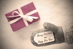 Rosa Geschenk, Handschuh, frohe Weihnachten, guten Rutsch ins Neue Jahr, Instagram-Filter Lizenzfreies Stockfoto