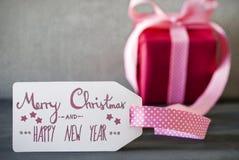 Rosa Geschenk, Kalligraphie, simsen frohe Weihnachten und guten Rutsch ins Neue Jahr Lizenzfreie Stockbilder