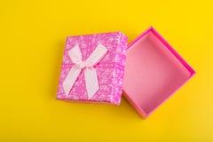 Rosa Geschenkbox Stockbild
