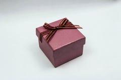 Rosa Geschenkbox stockfotos