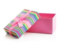 Rosa Geschenkbox lokalisiert Stockfoto