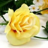 Rosa gialla artificiale con il grande particolare Fotografie Stock Libere da Diritti