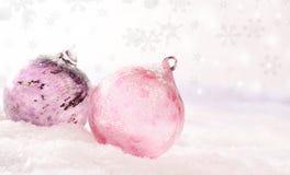Rosa glass julstruntsaker Royaltyfria Foton