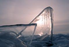 Rosa gryning i vinter, iskvarter av is i havet arkivfoto