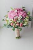 Rosa härlig bukett och alstroemeria Arkivbild