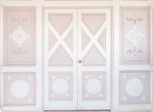 Rosa hölzerne klassische Tür mit Muster Lizenzfreies Stockbild
