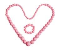 Rosa halsband med hjärtadatalistan, armband i mitt Royaltyfria Foton