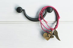Rosa handgjorda armband Royaltyfri Foto