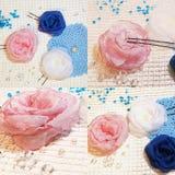 Rosa handgjorda blommor arkivbild