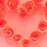 Rosa Herz gemacht von den Papierblumen Stockbilder