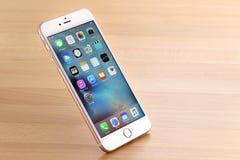 Rosa iPhone 6S plus Fotografering för Bildbyråer