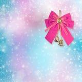 Rosa julpilbåge med guld- klockor Fotografering för Bildbyråer