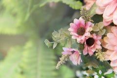 Rosa künstliche Blume im Garten Lizenzfreie Stockbilder