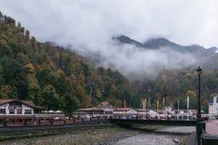 Rosa Khutor, Sochi, Ρωσία, στις 24 Οκτωβρίου 2015: Φθινόπωρο στα βουνά Στοκ Φωτογραφίες