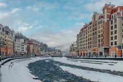 Rosa Khutor, Sochi, Rusia, el 17 de diciembre de 2016: Invierno en las montañas Foto de archivo libre de regalías