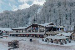 Rosa Khutor, Sochi, Russland, am 17. Dezember 2016: Winter in den Bergen Lizenzfreies Stockbild