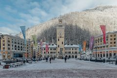 Rosa Khutor Sochi, Ryssland, December 17, 2016: Vinter i bergen Royaltyfria Bilder