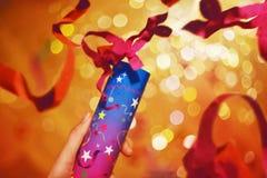 Rosa konfettiflyg Bakgrund för födelsedagparti lyckligt nytt år för bakgrund Royaltyfri Fotografi