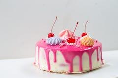 Rosa Kuchen verziert Lizenzfreie Stockfotos