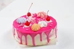 Rosa Kuchen verziert Stockfoto