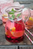 Rosa lemonad med citronen Royaltyfria Foton