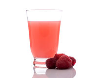 Rosa lemonad med hallon på vit Arkivfoton