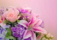 Rosa lilja för bakgrund royaltyfri bild