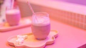 Rosa Milchshake, Netzberühmtenmilch-Teegeschäft lizenzfreie stockfotografie