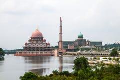 Rosa Moschee mit Fluss Lizenzfreies Stockbild