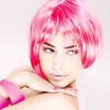rosa nätt kvinna för hår royaltyfria bilder