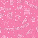 Rosa nahtloses Muster für einen Geburtstag mit weißen Zeichnungen stockbilder