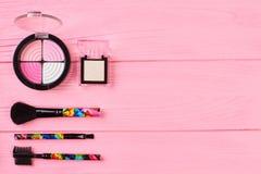 Rosa och neutrala ögonskuggor, kopieringsutrymme Royaltyfri Foto