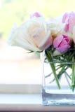 Rosa och vita blommor Arkivfoton