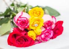 Rosa, pérola e anel de diamante Fotografia de Stock Royalty Free
