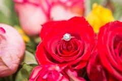 Rosa, pérola e anel de diamante Imagens de Stock