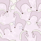 Rosa Pferdemädchenhaftes nahtloses Muster mit Sternhintergrund Stockfotografie