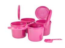 Rosa plast- gemensamma askar ställde in med den snabba banan Arkivfoton