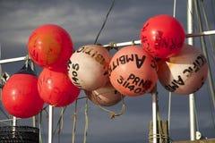 Rosa redondo de las defensas en la verja del barco Imagen de archivo libre de regalías